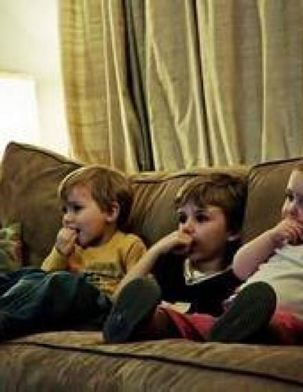"""如何幫孩子戒掉""""電視癮 """"?????"""
